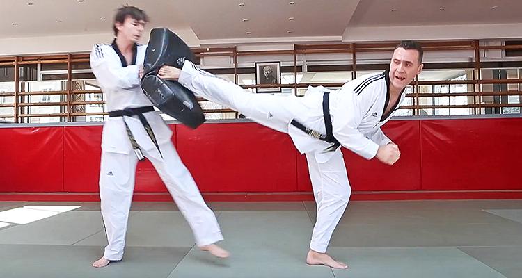 NOTRE VIDÉO POUR RÉUSSIR LE COUP DE PIED RETOURNÉ - Karate