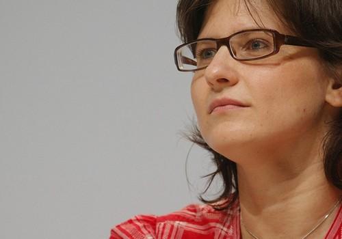 2202148_qui-est-roxana-maracineanu-la-nouvelle-ministre-des-sports-web-tete-0302205039944